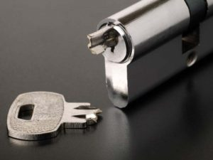 broken key extraction service